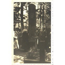 Monument kusagil surnuaial,...
