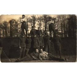 Mundris eesti sõjaväelased...