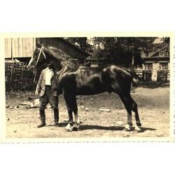 Hobune omanikuga, enne 1940
